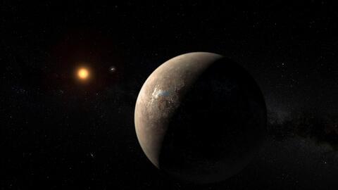 El exoplaneta que los astrónomos han bautizado 'Próxima b' orbit...
