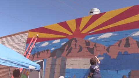 Comunidad pinta mural para fomentar la identidad y el orgullo del estado...