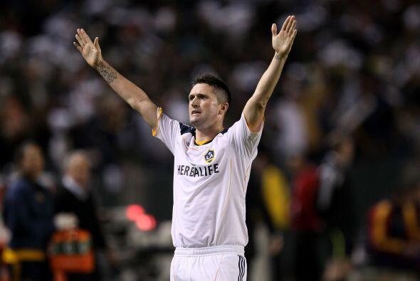 Finalmente, el irlandés Robbie Keane sigue los pasos de otros futbolista...