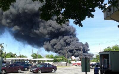 Momentos de pánico tras masivo incendio al noroeste de Houston