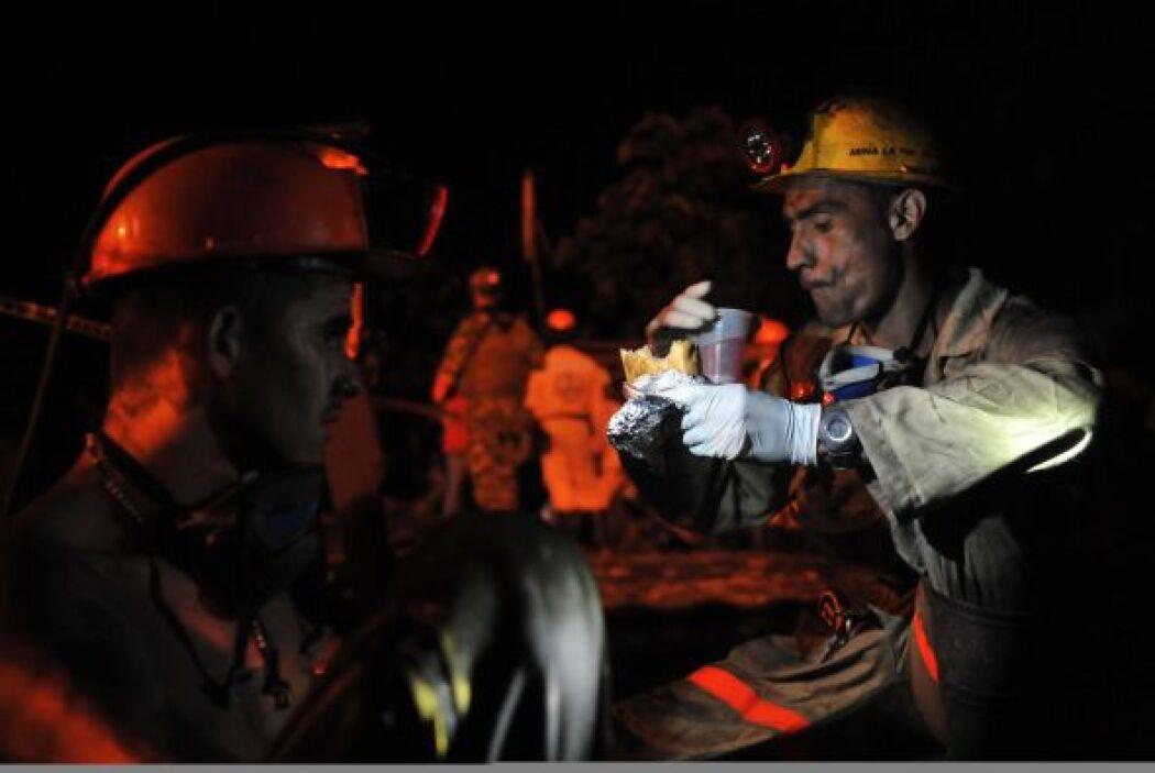 Tras la fuerte explosión de 'La Preciosa', los grupos de rescate actuaro...