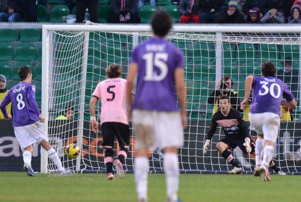 El talentoso extremo-atacante de la Fiorentina se lució en el cotejo ant...