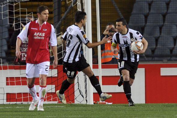 Y en el duelo de Udinese ante AZ Alkmaar, el 'Toto' Antonio Di Natale hi...