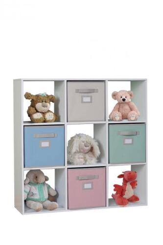 El cuarto de tu bebé también tiene que lucir libre de desorden. Para que...
