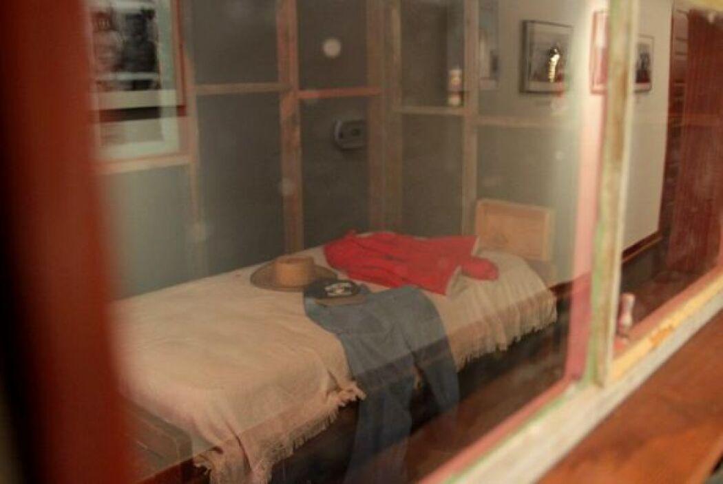 Su viuda Helen todavía vive en una modesta casa en la propiedad de 187 a...