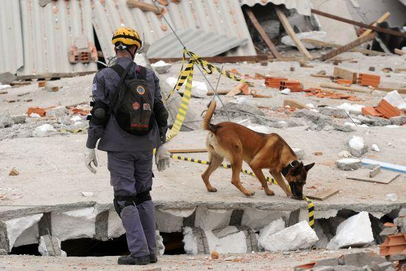 El edificio derrumbado estaba en construcción.