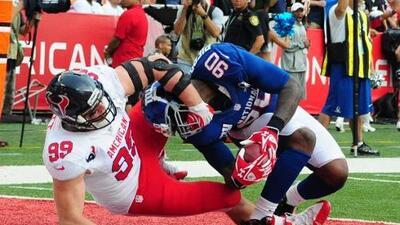 J.J. Watt (99) fue ejemplo de entrega en el Pro Bowl 2013 y más cuando e...