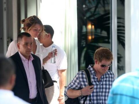 El príncipe Harry fue invitado a la boda de un amigo en Memphis,...