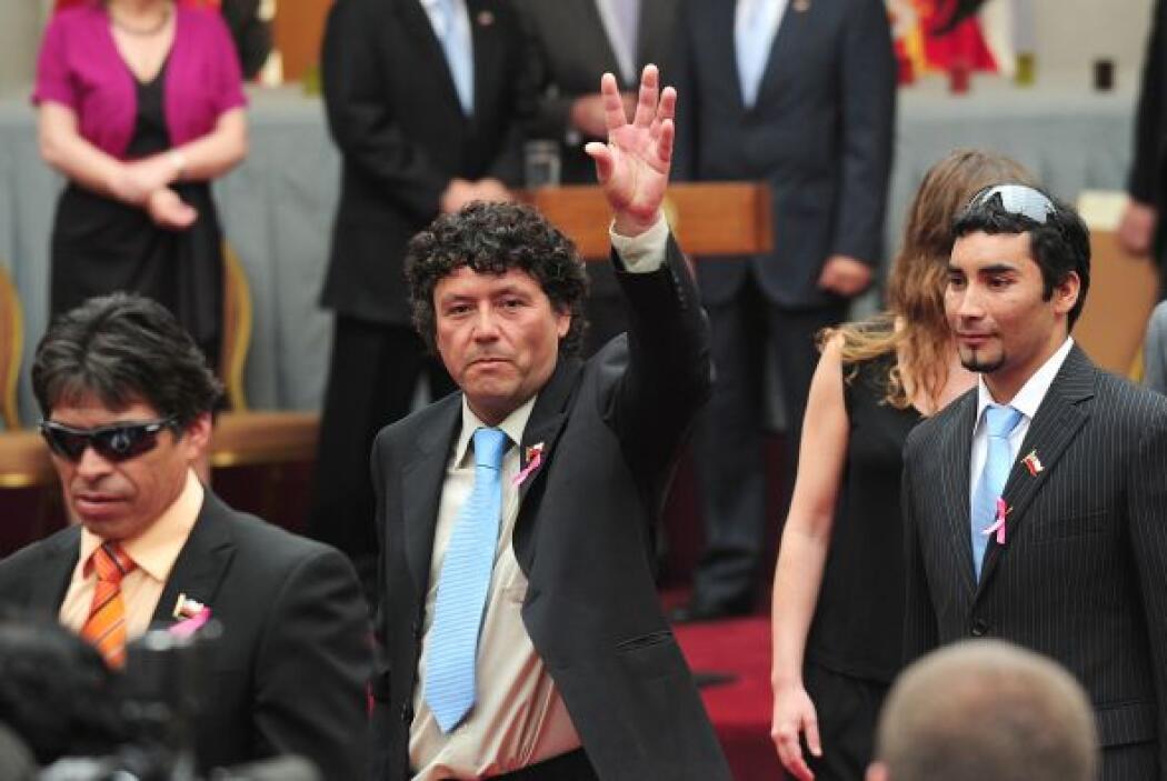 Los 33 mineros fueron recibidos como héroes en el palacio de gobierno de...