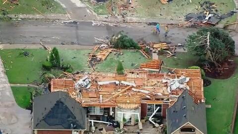 Las imágenes de la devastación dejada por unos 25 tornados que tocaron t...