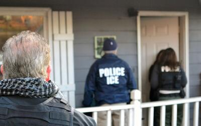 Esto es lo que no debe hacer un inmigrante cuando ICE llega a su casa