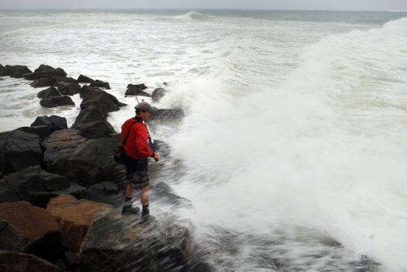 """Los meteorólogos pronosticaron el paso de """"Fiona"""" cerca o al este de las..."""