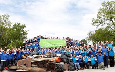 Unos 200 latinos de 350 voluntarios participaron en el Día de la Limpieza