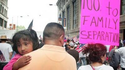 La ley también estipula que los inmigrantes presuntamente indocumentados...