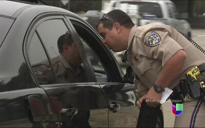 Detienen a conductores hispanos y confiscan sus autos en California