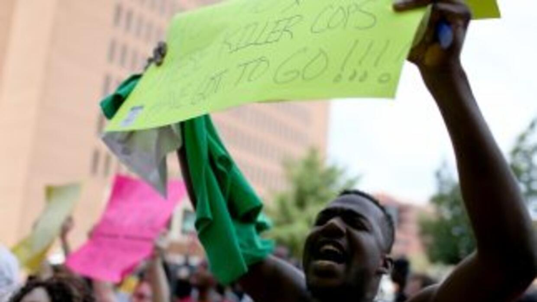 Protestas en Ferguson exigen la destitución de autoridades locales.