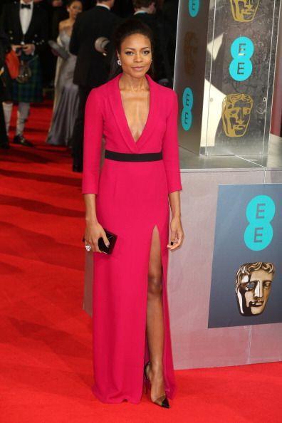 Naomie Harris sacó a relucir su elegancia en estos BAFTA con un diseño d...