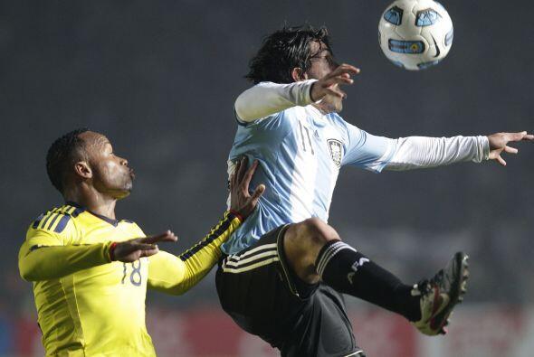 Juan Zúñiga hizo un extraordinario trabajo en defensa tap&...