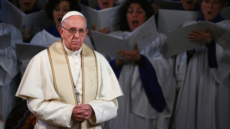 Francisco se convirtió en el primer papa que visita una iglesia anglican...