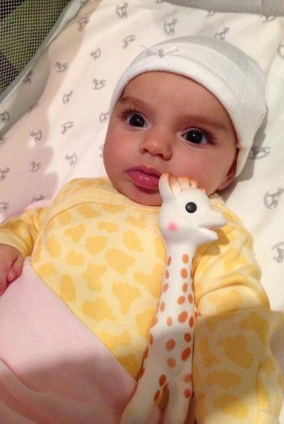 Alessandra no tardó en presumir en redes sociales a su bebita. Su...