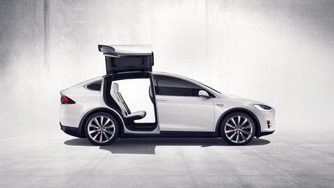 Cerca de 2,700 unidades de la camioneta Tesla Model X están afectadas po...