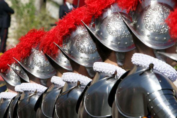 - 2,500: los agentes de policía y carabinieri que deberán...