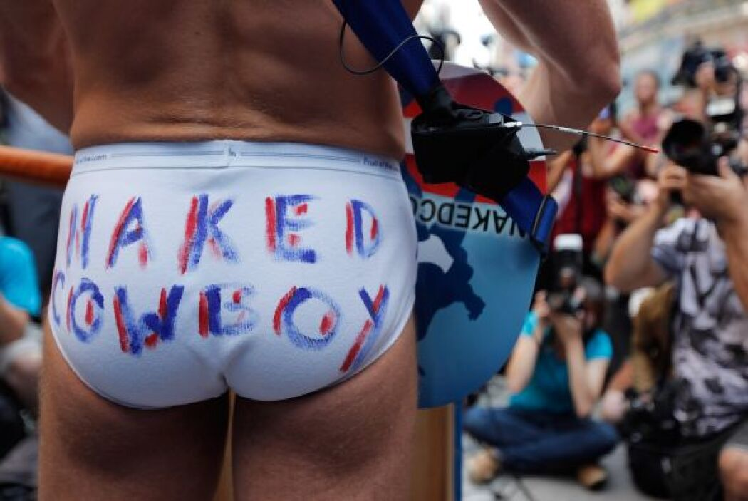 Actualmente Burck puede puede hacer franquicias de Naked Cowboy.