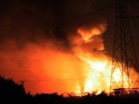 Un incendio en un depósito de municiones de la fuerza armada, ubi...