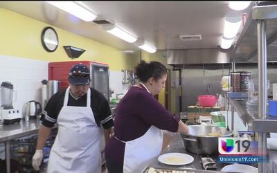 Voluntarios se unen para cocinar este viernes en el Santuario de Nuestra...