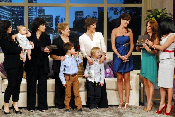 Cuando llegó el momento musical los hijos de Leti aparecieron en el set...
