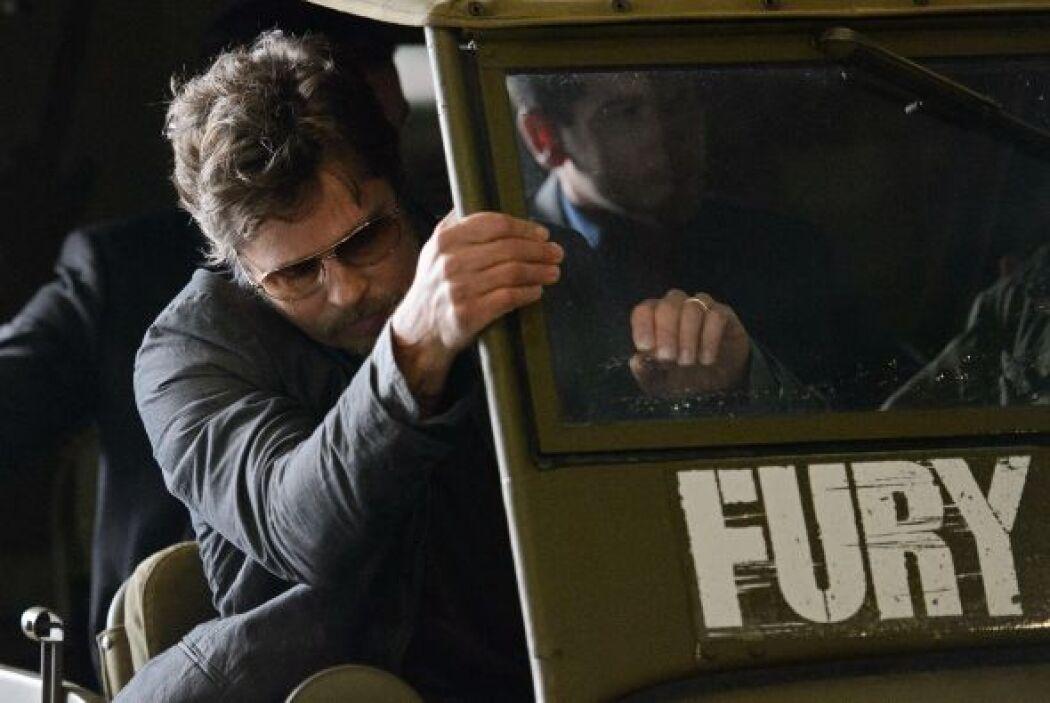 Hasta que... pequeño detalle,Brad Pitt, tuvo que bajar del jeep en el q...