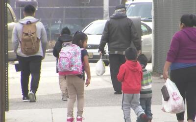 El temor de los inmigrantes a ser deportados se siente en las escuelas d...