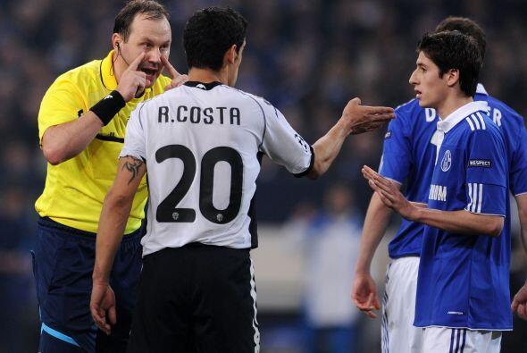 Los reclamos al árbitro se dieron por ambos bandos.