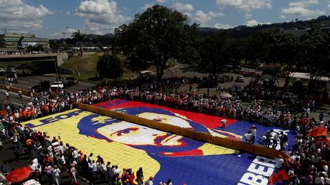 En una avenida de Caracas armaron un rompecabezas gigante con una icónic...