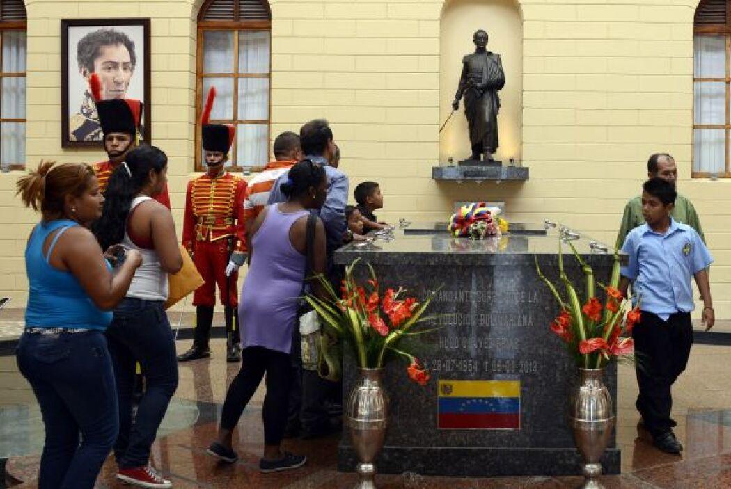 Es el centro de peregrinación diaria, donde el expresidente es homenajea...