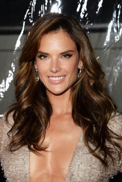 La guapa de Alessandra Ambrosio también siguió esta línea de maquillaje...