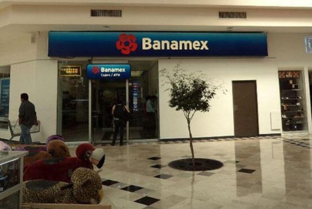 8.- El Banco Nacional de México tiene un valor de de 1,682 millones de d...