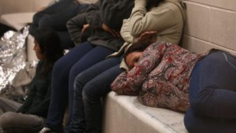 Indocumentados en el centro de detención de inmigrantes en McAllen, Texas.