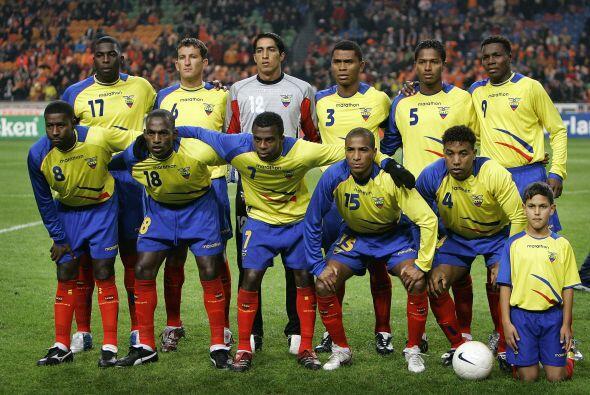 Con el combinado de Ecuador recibió su primer llamado en el 2005,...