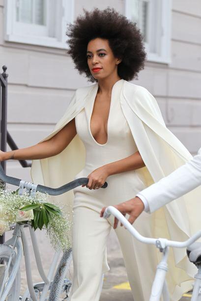 La hermana de Beyoncé lució un traje Humberto Leon, de la casa diseñador...