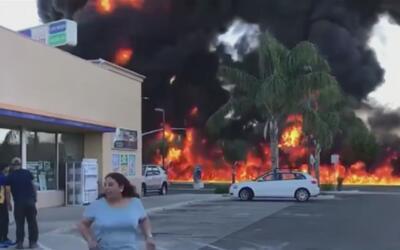 Camión cisterna provocó una tremenda explosión a pocos metros de una gas...