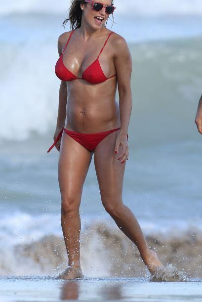 Hace poco más de un año, Ponce lucía despampanante en bikini rojo y panc...