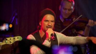 """Ricardo Arjona durante su actuación en el concierto """"En privado con Arjo..."""