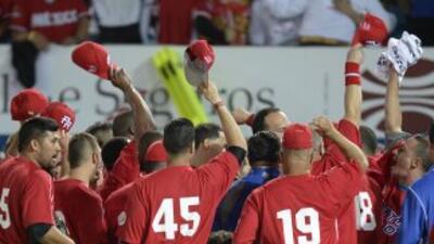 Puerto Rico celebra tras vencer a República Dominicana.