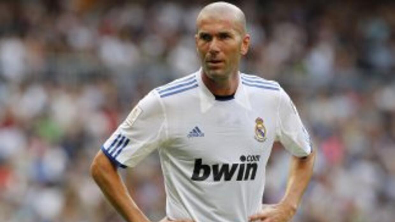 Florentino Pérez contempla a 'Zizou', actual director deportivo del equi...