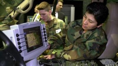 Los equipos militares de vigilancia instalados en la frontera Estados Un...