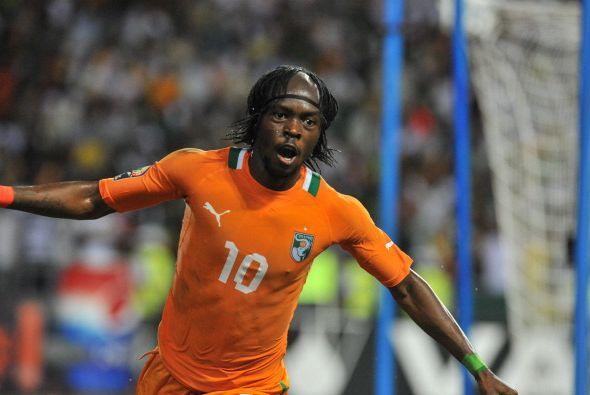 Gervinho:Aquí lo podemos ver festejando uno de sus goles con su peinado...