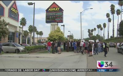 Trabajadores de Ashley piden respuestas ante despidos masivos