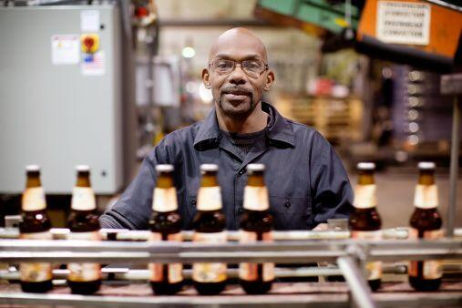 Bebidas Alcohólicas- Si fabricas, al por mayor, importas o vendes bebida...