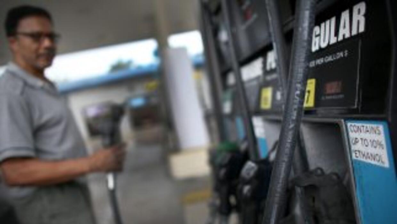 """El precio por galón de gasolina podría muy pronto comenzar con un """"2"""" en..."""